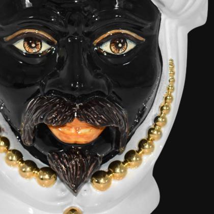 Testa h 40 perline white gold con espressione maschio moro labbra arancio