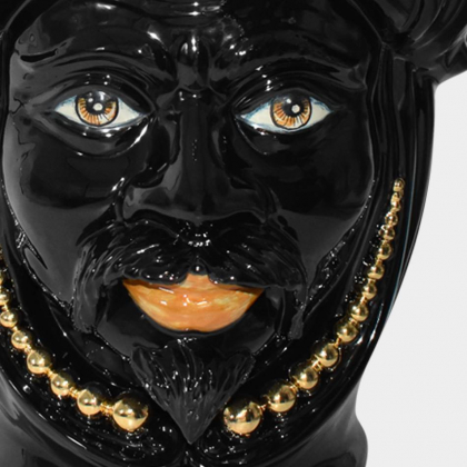 Testa h 40 c/perline black/gold c/espressione uomo labbra arancio